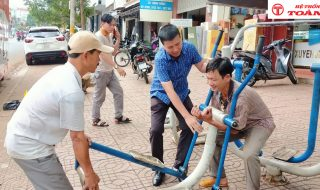 Toàn Trung phục vụ sữa chữa, rắp ráp, công cụ tập thể dục tại Công viên Nguyễn Du.